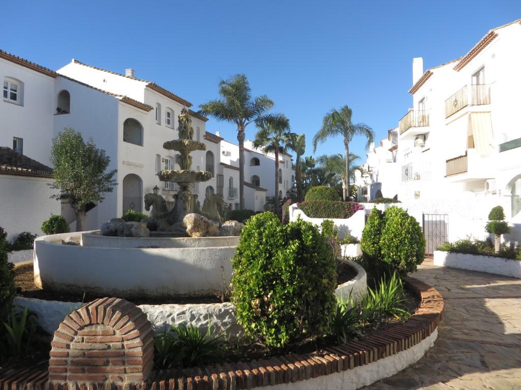 Studio apartment located in the popular urbanization of Benavista. This Pueblo Andaluz community is ,Spain