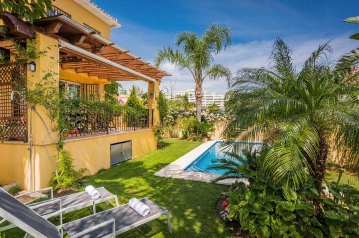 Spacious semi-detached villa located west side of San Pedro de Alcantara on the prestigious golf est,Spain