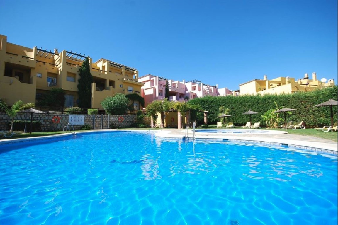 Spacious duplex penthouse located in a front line golf Andalucian style complex in Guadalmina. PreviSpain