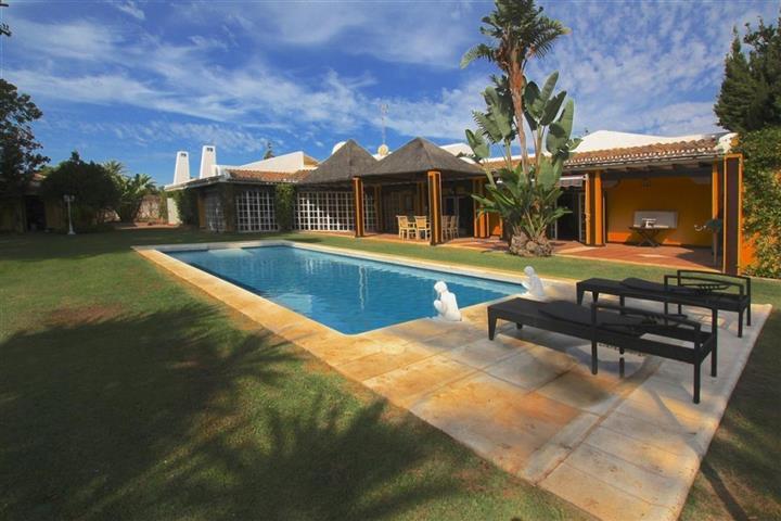 Detached Villa for sale in Guadalmina Baja R2664590