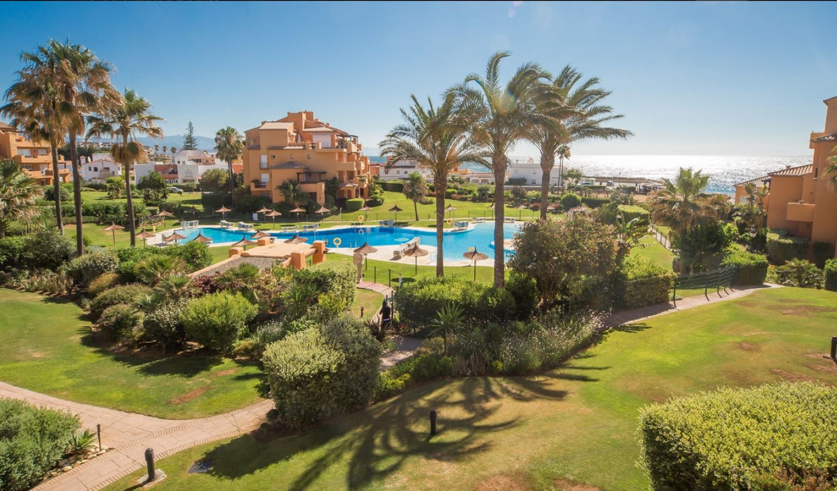 Los Granados de La Duquesa. Located in a complex on the beachfront, a short distance from the port o,Spain