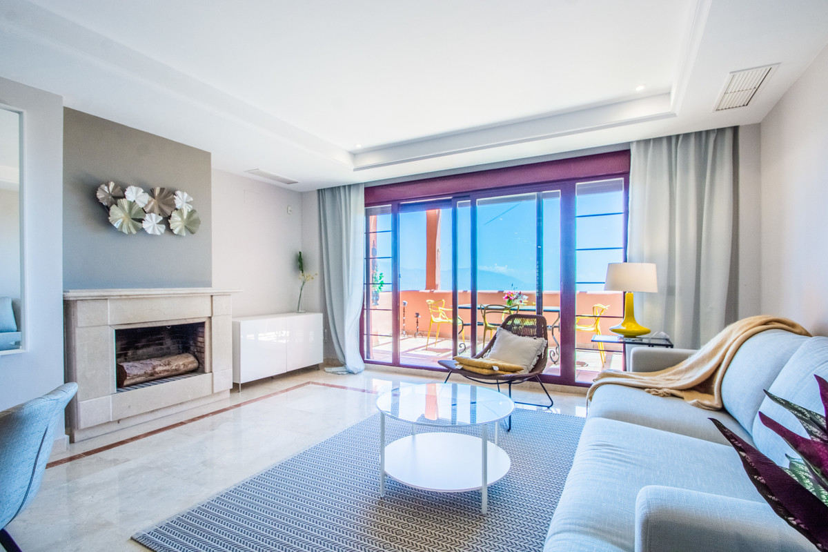 Beautiful  recently refurbished penthouse, located in El Soto Urbanization , in  La Mairena, Costa d,Spain