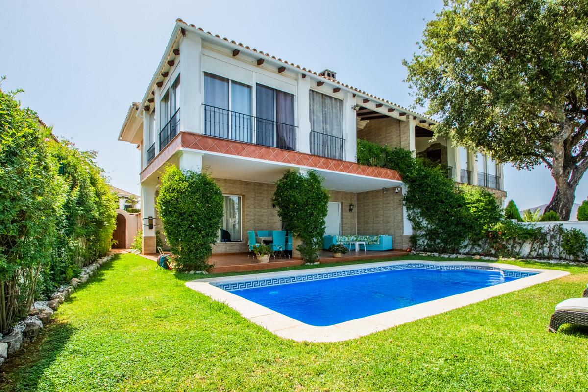 Semi-Detached House, La Mairena, Costa del Sol. 4 Bedrooms, 4 Bathrooms, Built 391 m², Terrace 227 m,Spain