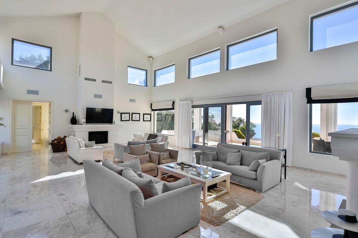 Villa con 6 Dormitorios en Venta La Mairena