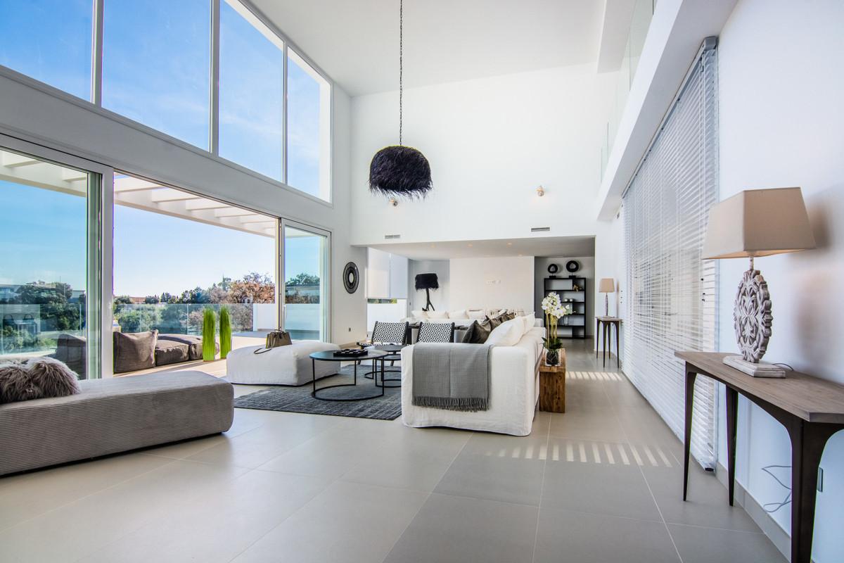 Villa con 4 Dormitorios en Venta La Mairena