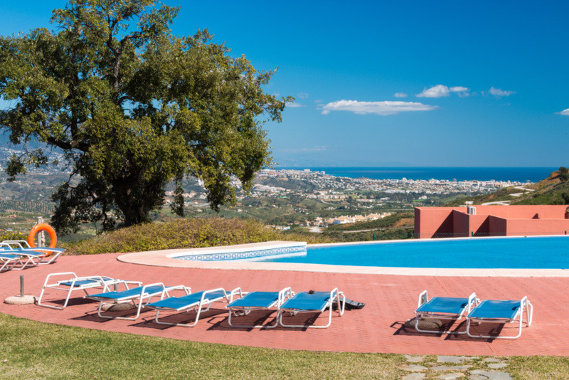 Middle Floor Apartment, La Mairena, Costa del Sol. 3 Bedrooms, 2 Bathrooms, Built 170 m², Terrace 58,Spain