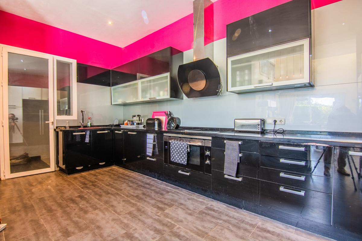 4 Bedroom Villa For Sale, La Mairena