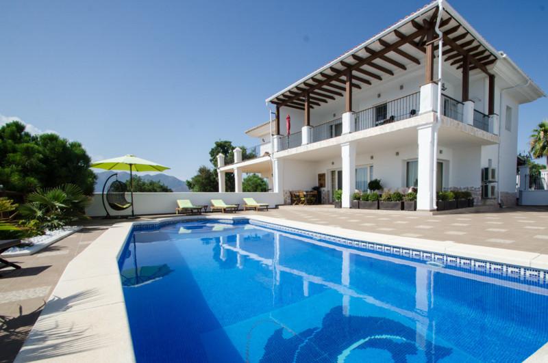 Semi-Detached House, La Mairena, Costa del Sol. 4 Bedrooms, 3 Bathrooms, Built 285 m², Terrace 100 m,Spain