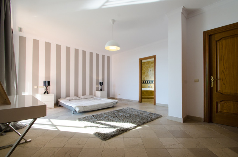 A stunning penthouse apartment which has been dramatically reduced in price and situated on the beac,Spain