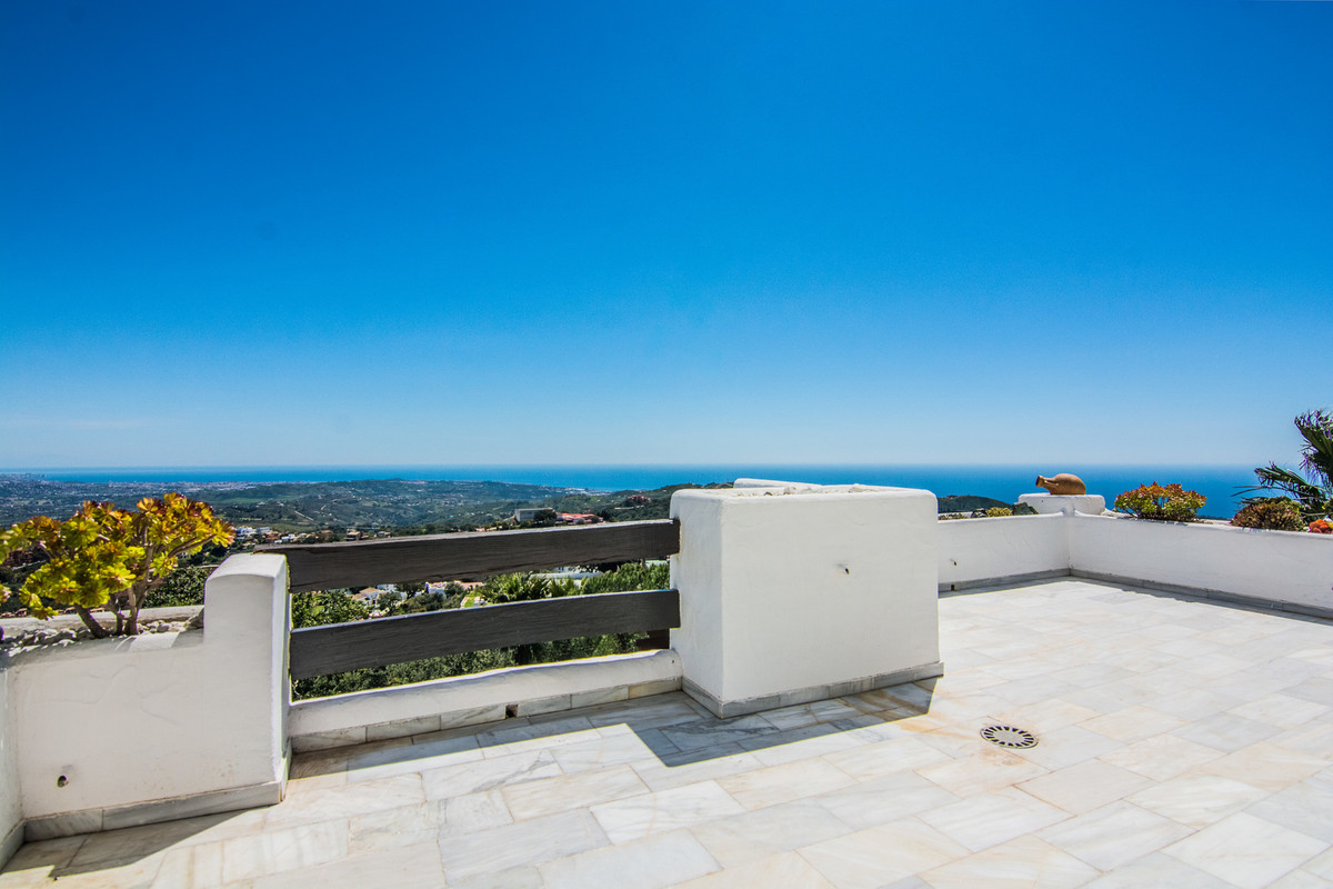 A beautiful two double bedroom furnished apartment with two bathrooms, newly fitted kitchen with uti,Spain