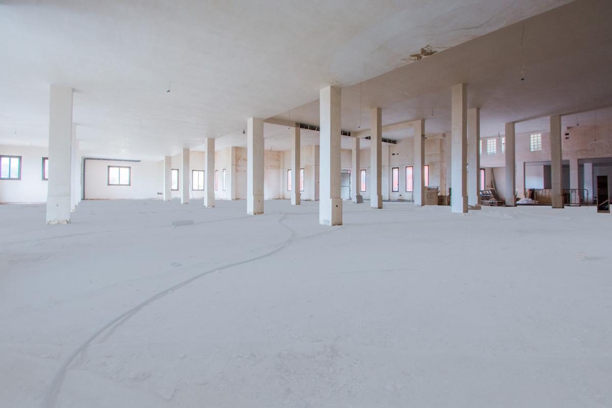 Spacious Commercial Premises, La Mairena, Costa del Sol.   Built 792 m².   Setting : Commercial Area,Spain