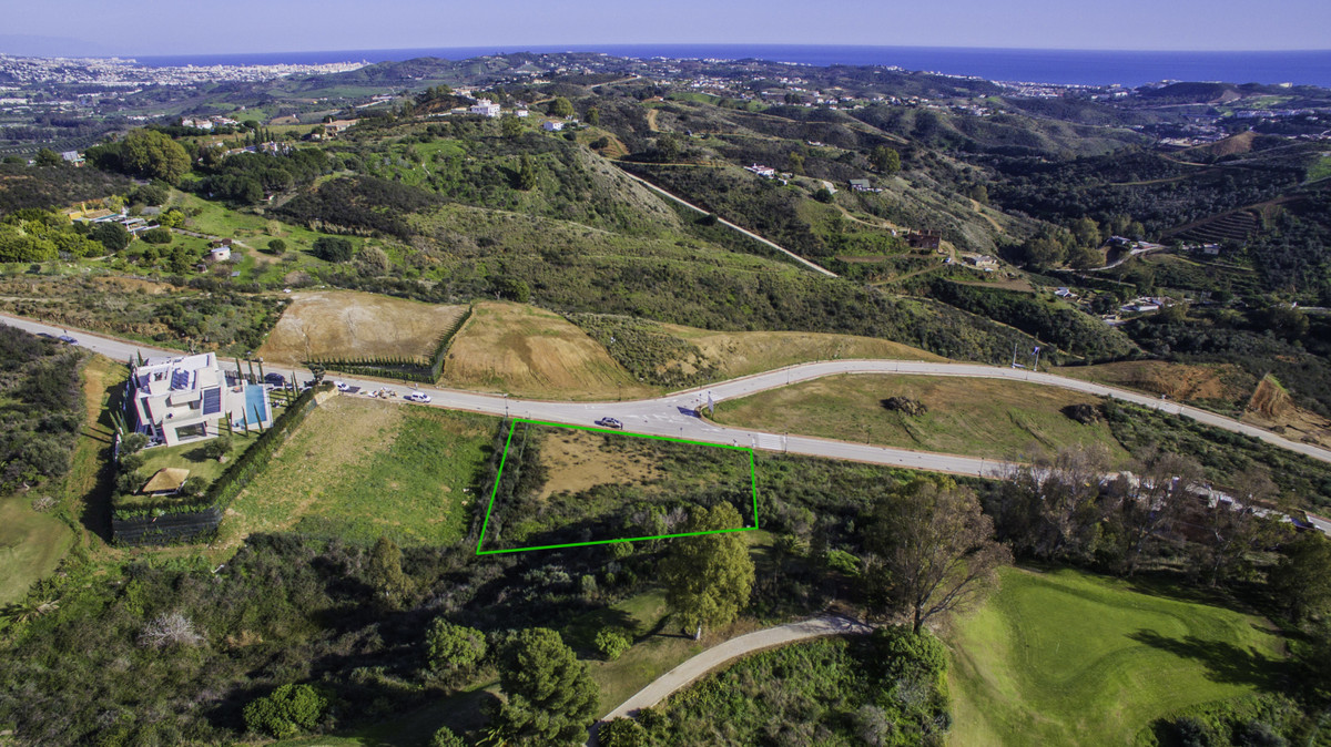 This plot is completely flat with open sea and mountain views. It is located within the world class ,Spain