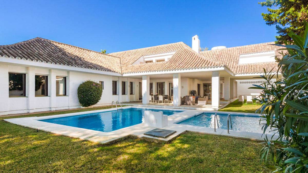 Detached Villa, Puerto Banus, Costa del Sol. 6 Bedrooms, 6 Bathrooms, Built 807 m², Garden/Plot 1277,Spain