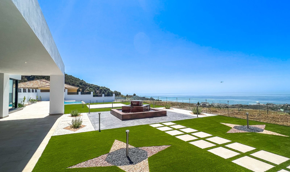 Exclusive, modern and elegant villa with beautiful panoramic views in the Buenavista urbanization.  ,Spain