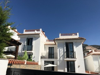 Villa 3 Dormitorios en Venta Benalmadena Pueblo