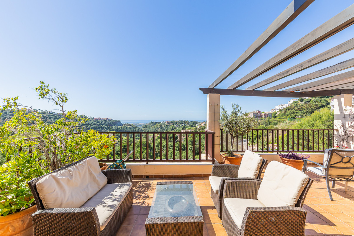 This top floor corner penthouse offers some fantastic views of Los Arqueros, mountains and sea.   Lo,Spain
