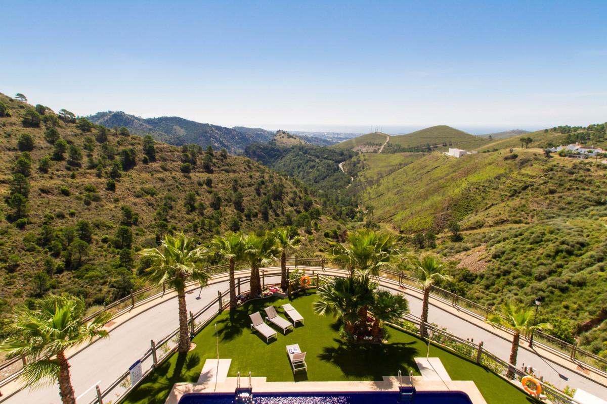 Located on the Southern face of the Serrania de Ronda mountain range, Benahavis is the most mountain,Spain