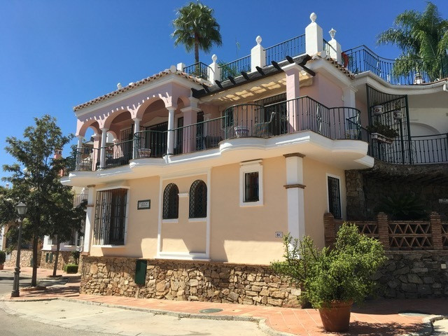 RECENTLY REDUCED TO 269,000€!  Now one of the best value properties on the urbanization.  One of the,Spain