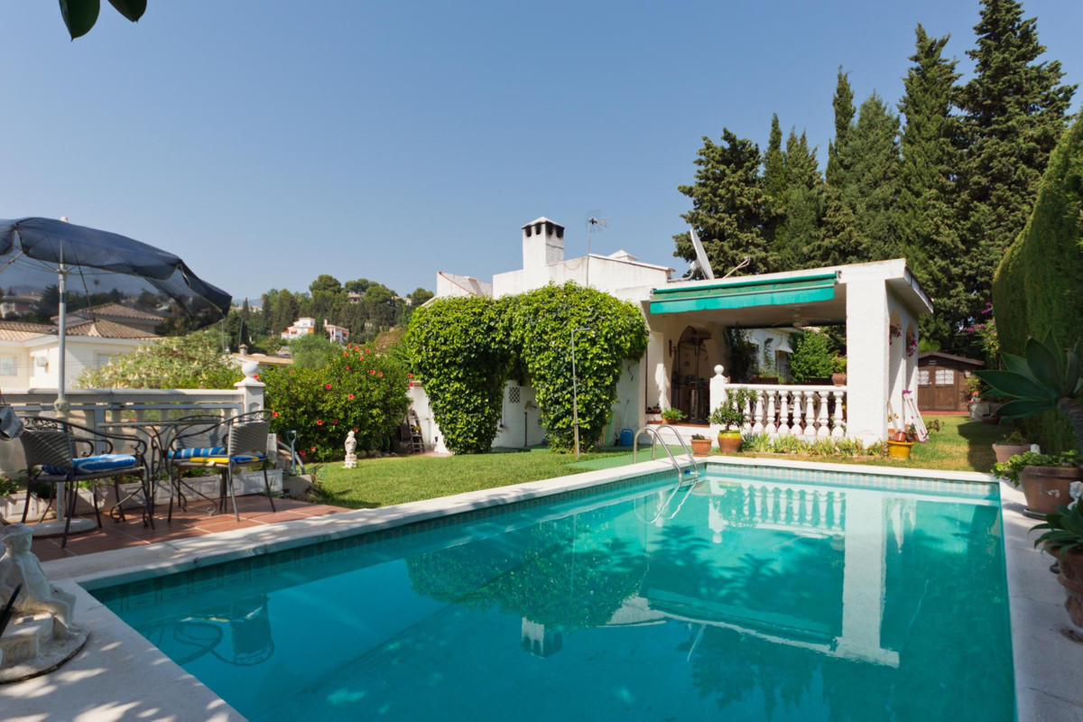 MOTIVATED SELLERS !!!! Private, one level, 3 bed, 2 bath villa located in a quiet cul-de-sac on the ,Spain