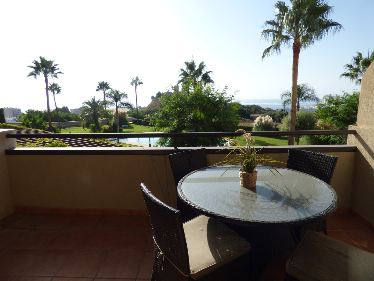 GET Excited! Reduction on this 2 bed modern apartment from 259,000€ to 249,950€. Call now for viewin,Spain