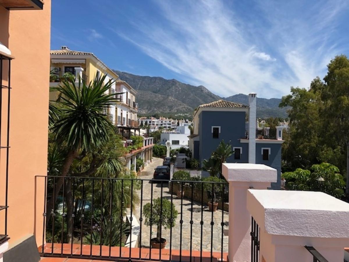 Rijhuis te koop in Marbella R3444304