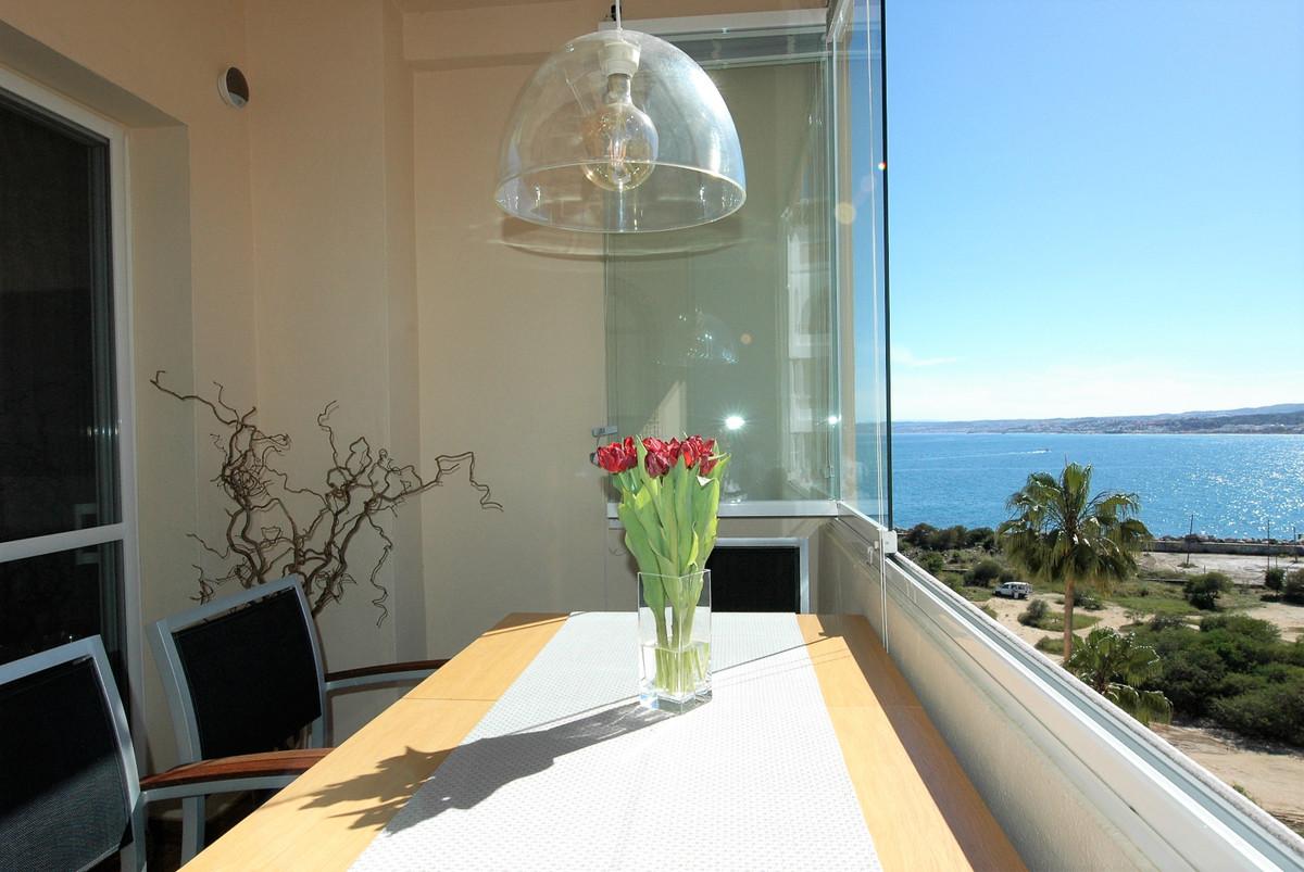 Middle Floor Apartment in Estepona R3369571