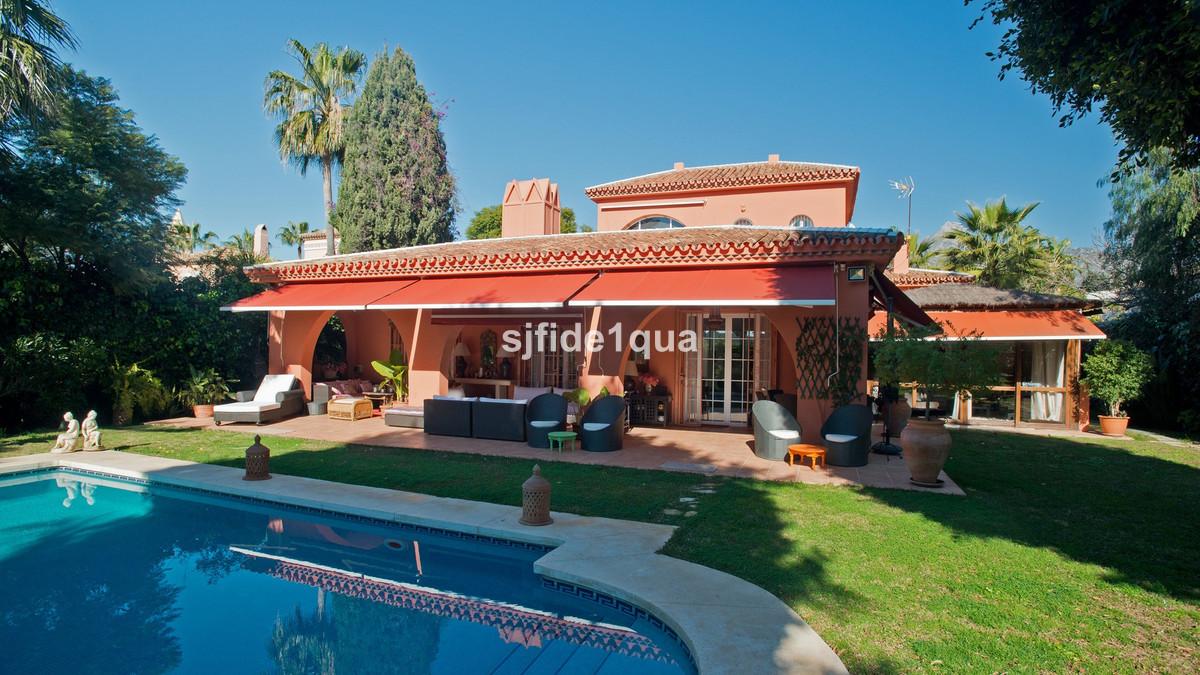 Villa for sale in Aloha - Nueva Andalucia Villa - TMRV08134