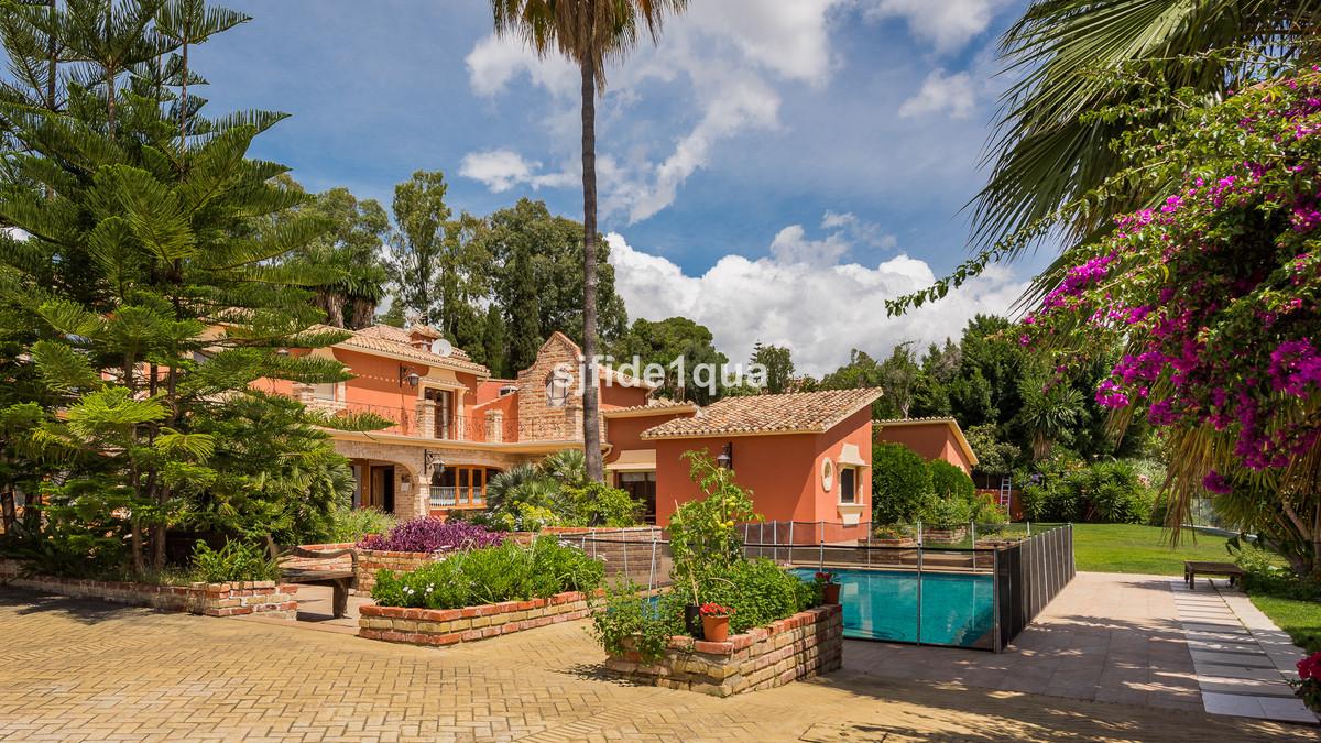 Villa for sale in San Pedro de Alcantara - San Pedro de Alcantara Villa - TMRV18211