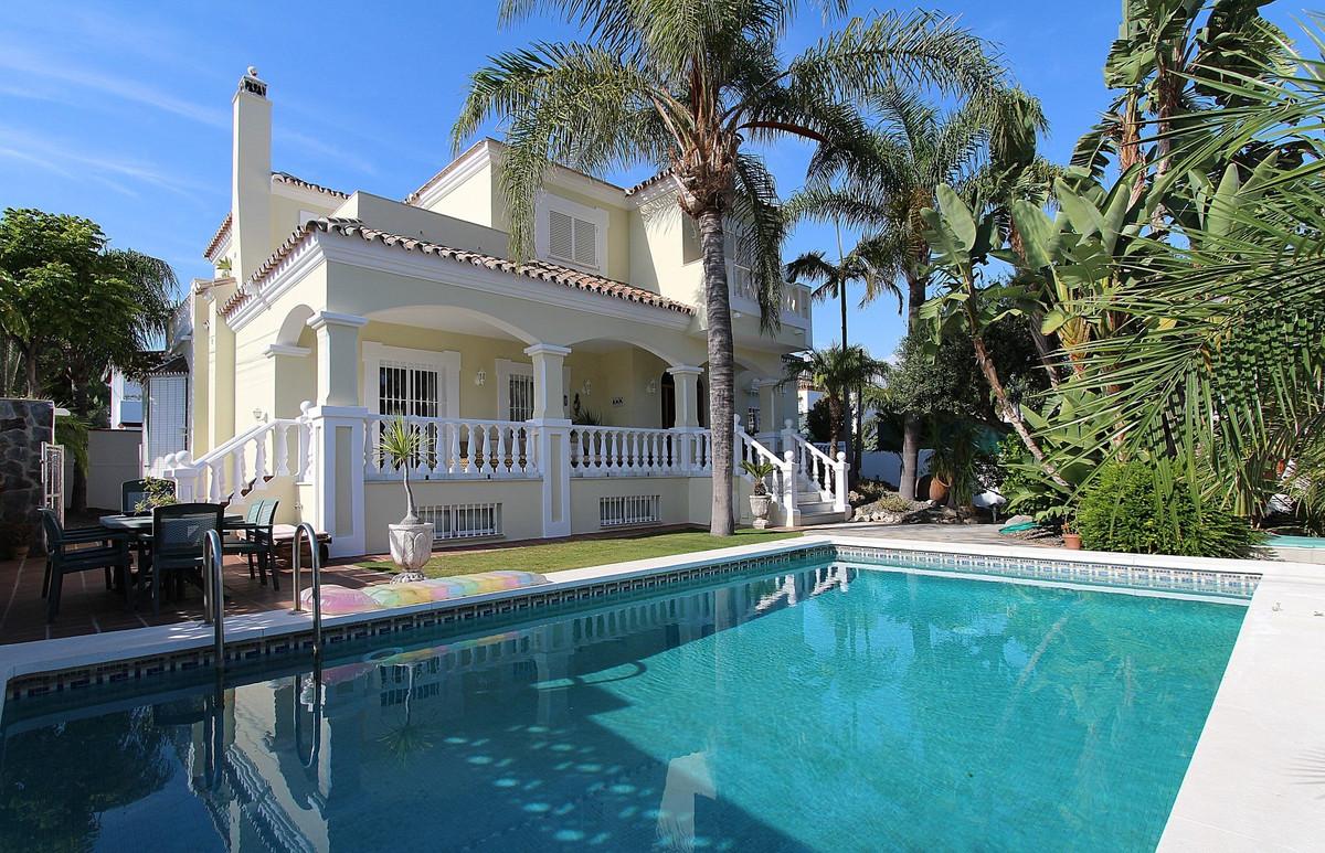 Villa for sale in San Pedro de Alcantara - San Pedro de Alcantara Villa - TMRO-R3103343