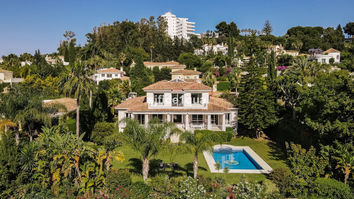 Villa 5 Dormitorios en Venta El Paraiso