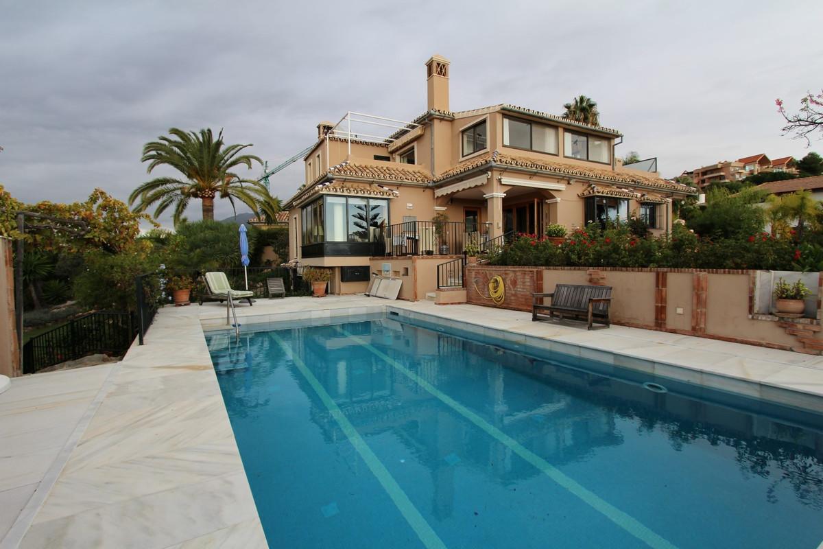 Villa for sale in Nueva Andalucia - Nueva Andalucia Villa - TMRO-R3104120
