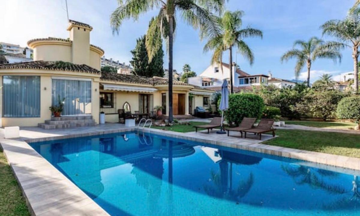 Detached Villa for sale in Nueva Andalucía R3551629