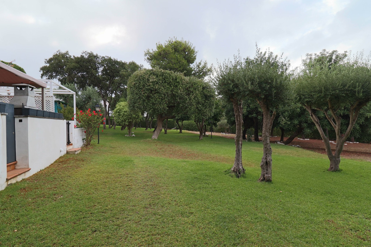 House in Estepona R3914818 8