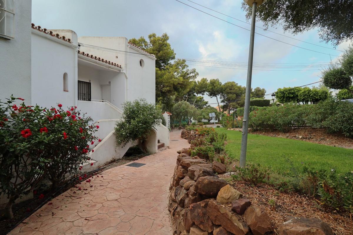 House in Estepona R3914818 9