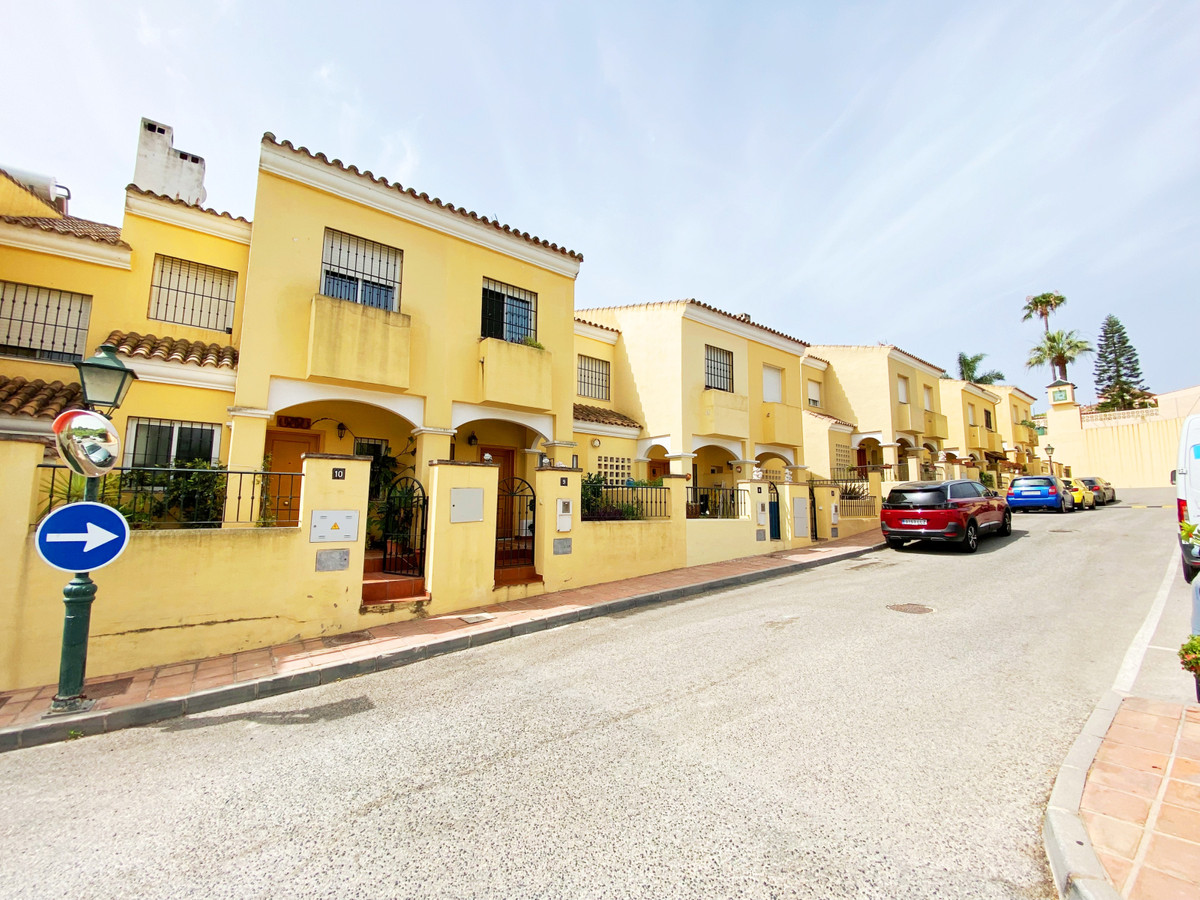 Townhouse for sale in Estepona R3887308