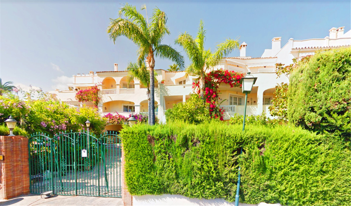 GREAT OPPORTUNITY! Beautiful apartment with 3 bedrooms (2 doubles, one of 15 m² and the other of 14 ,Spain