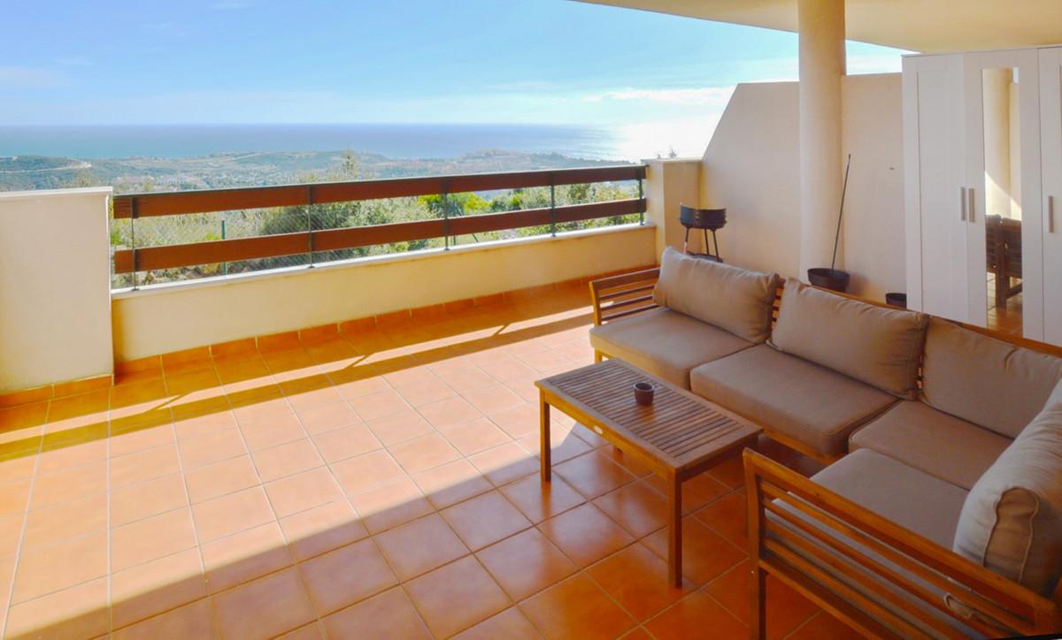 3 Bedroom Middle Floor Apartment For Sale Estepona, Costa del Sol - HP3348457