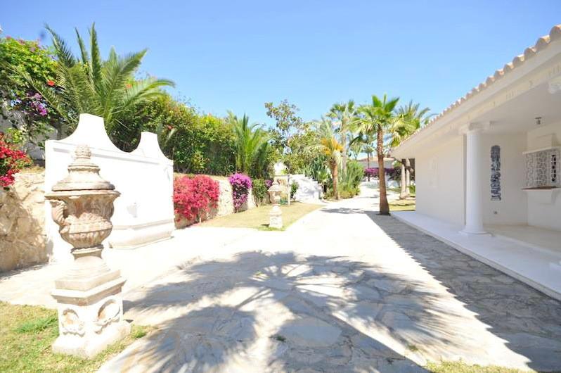 Villa 9 Dormitorios en Venta Nueva Andalucía