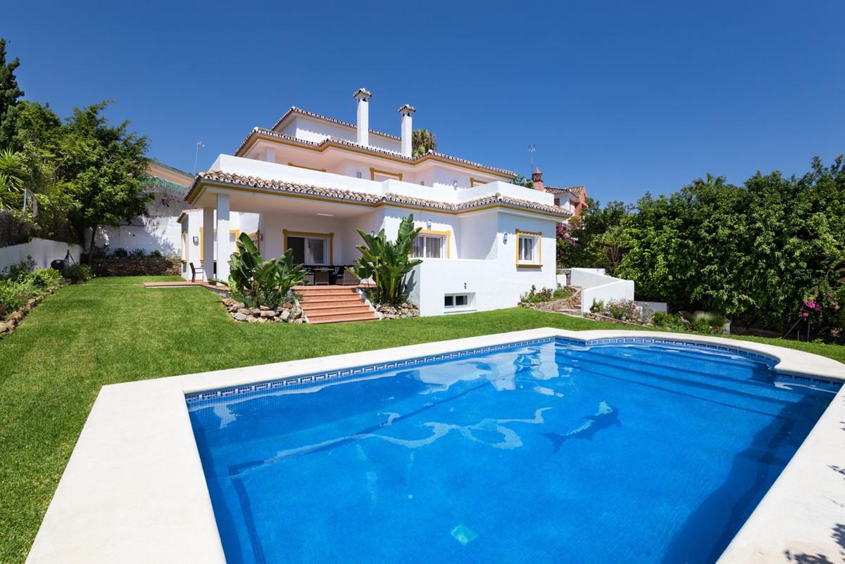Detached Villa for sale in Puerto Banús R3084430