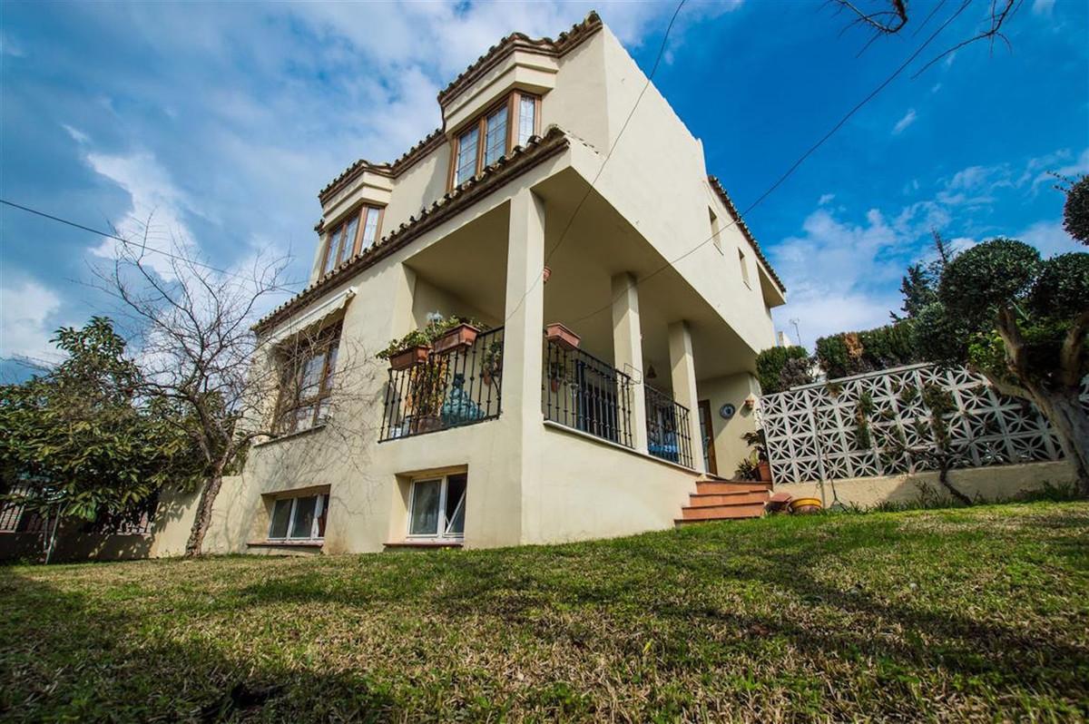 Detached Villa for sale in Nueva Andalucía R3121183