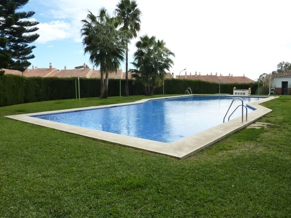"Corner townhouse in the upper area of ??the urbanization ""Cerrado de Calderon"". It consistSpain"