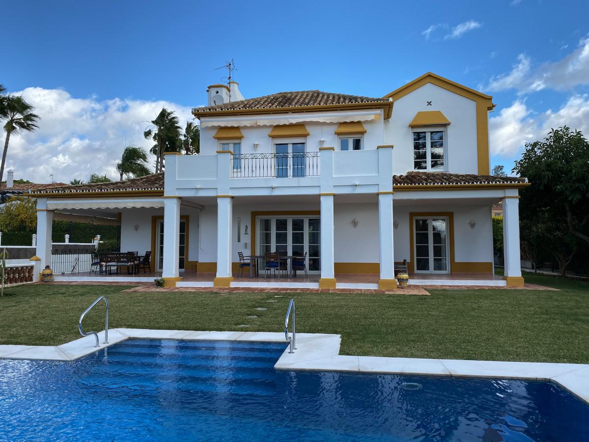 House in Bahía de Marbella R3552706 1