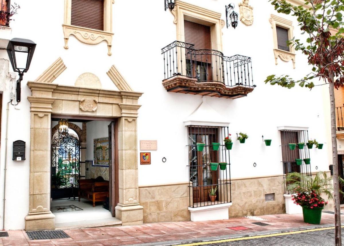 Hotel na sprzedaż w Estepona R3897286