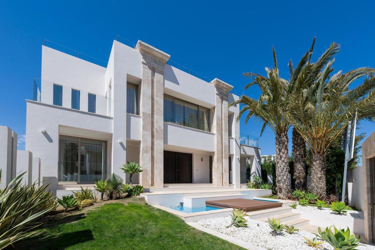 Detached Villa for sale in Puerto Banús R3312118