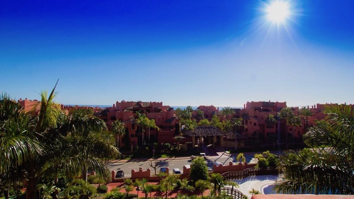Ref:CR3380200 Apartment For Sale in Estepona