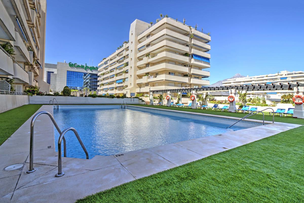 Attractive Marina Banus apartment enjoying sea and mountain views. Set in the heart of Puerto Banus ,Spain