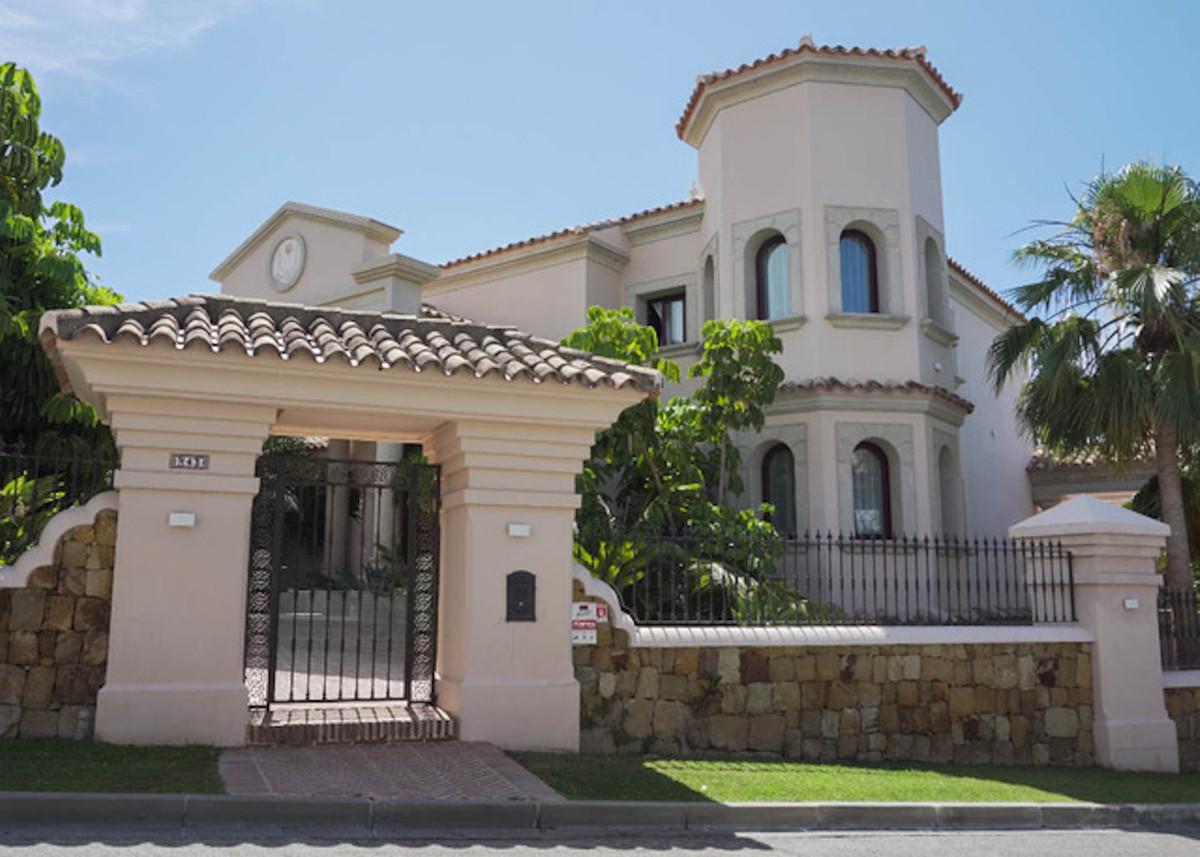 Detached Villa, Los Flamingos, Costa del Sol. 5 Bedrooms, 6 Bathrooms, Built 650 m², Terrace 250 m²,,Spain