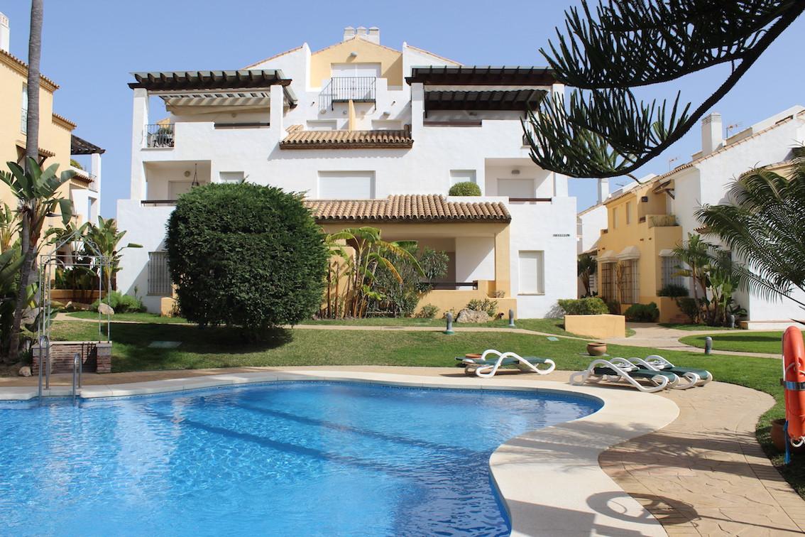 Unifamiliar Adosada 4 Dormitorio(s) en Venta Bahía de Marbella