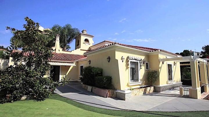 Villa 8 Dormitorios en Venta Torremolinos