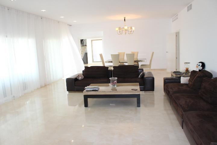 4 Bedroom Villa for sale El Paraiso